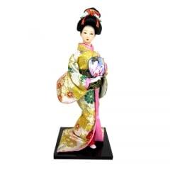 Boneca Japonesa Gueixa Artesanal com Kimono Creme e Leque Arredondado